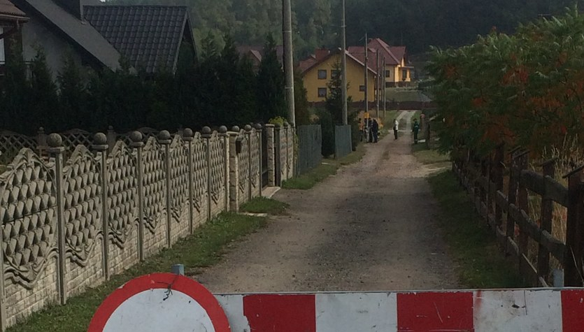 Wielka dziura w ziemi na Śląsku. Ma kilka metrów głębokości