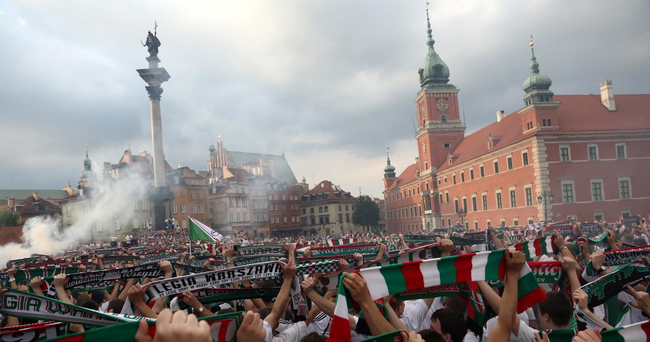 Wielka feta w Warszawie! To kibice Legii świętowali mistrzostwo