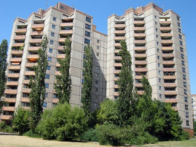 Wielka płyta do wyburzenia. W Polsce w starych blokach mieszka 12 mln ludzi /© Panthermedia