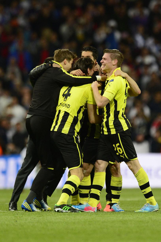 Wielka radość Borussii Dortmund na Santiago Bernabeu. Z prawej Łukasz Piszczek, a za nim Jakub Błaszczykowski. /AFP