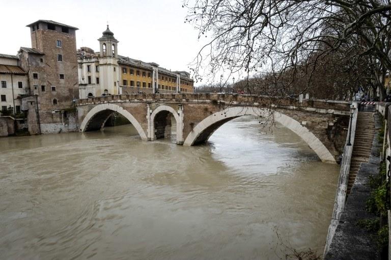 Wielka woda w Rzymie /AFP