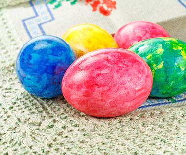 Wielkanoc 2021: Jak zrobić pisanki marmurkowe?