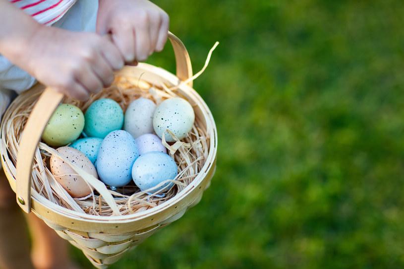 Wielkanoc to czas, w którym świętujemy, więc na ogół wydajemy więcej na produkty spożywcze /123RF/PICSEL
