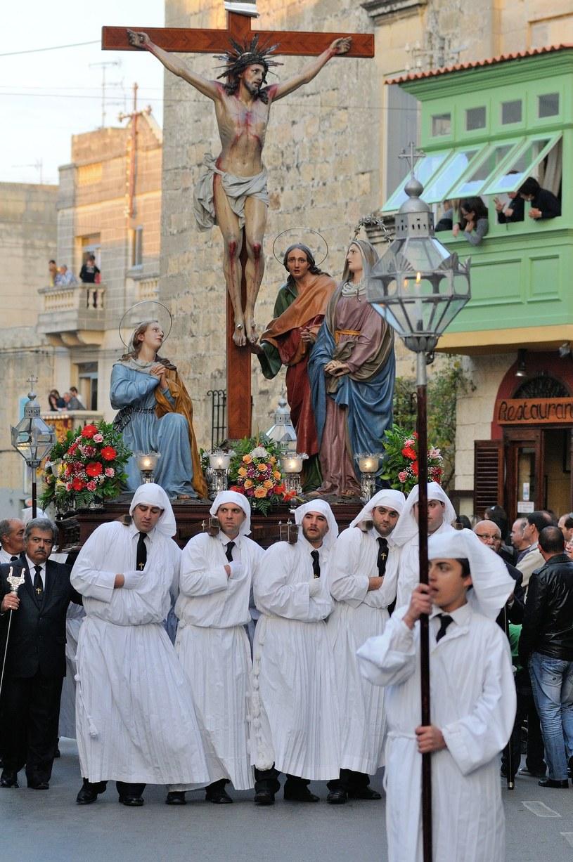Wielkanocne procesje są ważnym wydarzeniem. Ceremonie gromadzą tłumy mieszkańców /123RF/PICSEL