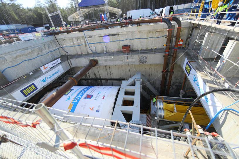 Wielki kret zaczyna drążyć tunel w Świnoujściu /Robert Stachnik /Reporter