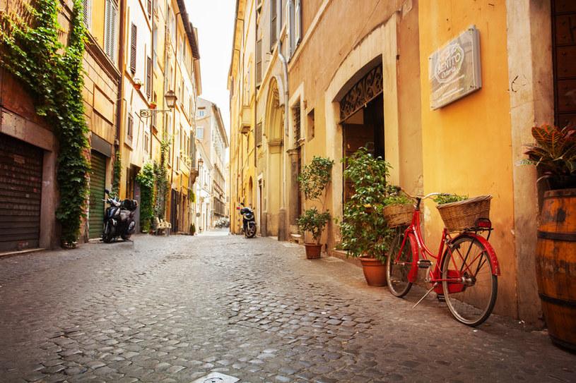Wielki kryzys we włoskiej branży turystycznej. Na zdj. opustoszała uliczka w Rzymie /123RF/PICSEL