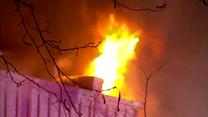 Wielki pożar sklepów w Queens. Rannych 12 osób, w tym 7 strażaków