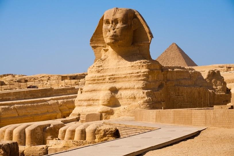 Wielki Sfinks z piramidy Mykerinosa w Gizie, Egipt /123/RF PICSEL