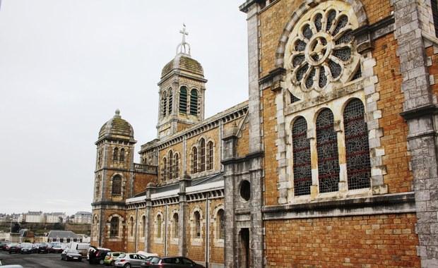 Wielki XIX-wieczny kościół do wynajęcia we Francji
