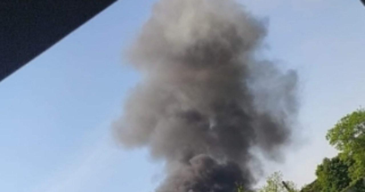 Wielkopolska: Akcja gaśnicza na wysypisku trwa trzecią dobę. Pożar znów się rozprzestrzenia