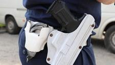 Wielkopolska: Policjant śmiertelnie postrzelił się po służbie. Jego koledzy idą na zwolnienie