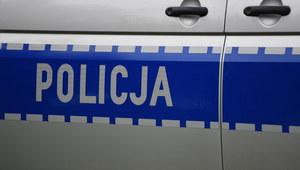 Wielkopolskie: Ciężarówka w rowie. 62-letni kierowca zasłabł