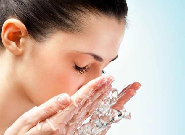 Wielofunkcyjnego i hipoalergicznego kosmetyku możesz używać nie tylko do twarzy /123RF/PICSEL