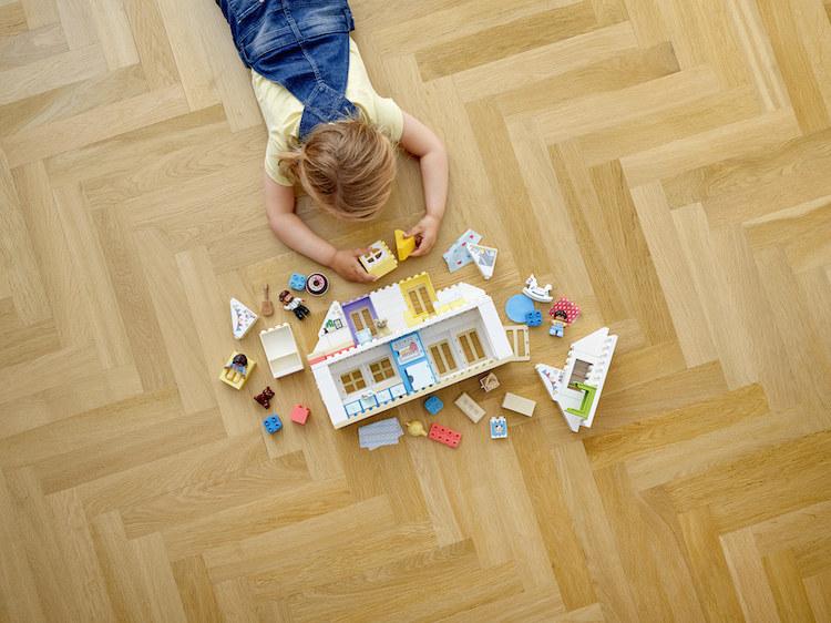 Wielofunkcyjny domk LEGO DUPLO daje wiele możliwości i do zabawy, i do nauki /materiały prasowe