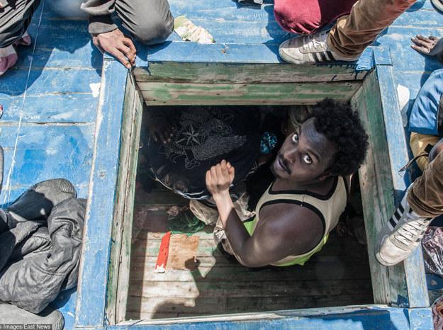 Wielu Europejczyków uważa, że imigranci są dla nich zagrożeniem/ Zdjęcie ilustracyjne: Imigranci uratowani przez włoską marynarkę wojenną /Polaris Images /East News