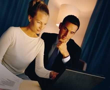 Wielu ludzi unika rozmów o pieniądzach, ponieważ kojarzą im się wyłącznie z awanturami. /INTERIA.PL