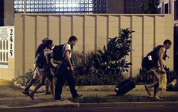 Wielu mieszkańców Hawajów ewakuowało się w obawie przed falą tsunami /AFP