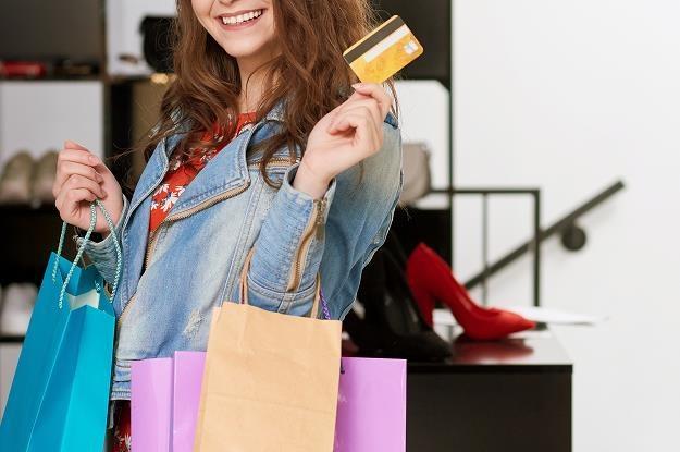 Wielu pracodawców z okazji świąt przyznaje swoim pracownikom bony towarowe /©123RF/PICSEL