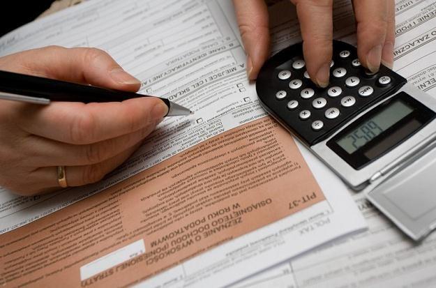 Wielu pracujących za granicą musi rozliczyć się z zagranicznych dochodów w Polsce, fot. Michał Dyjuk /Reporter