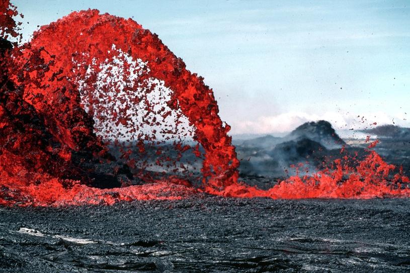 Wielu wydaje się, że to lawa jest najniebezpieczniejsza podczas erupcji wulkanu. Nic bardziej mylnego... /materiały prasowe