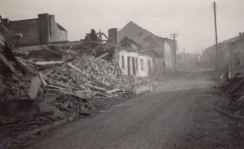 Wieluń 1939 r. Zniszczone miasto. Reprodukcja z archiwum FORUM /Agencja FORUM
