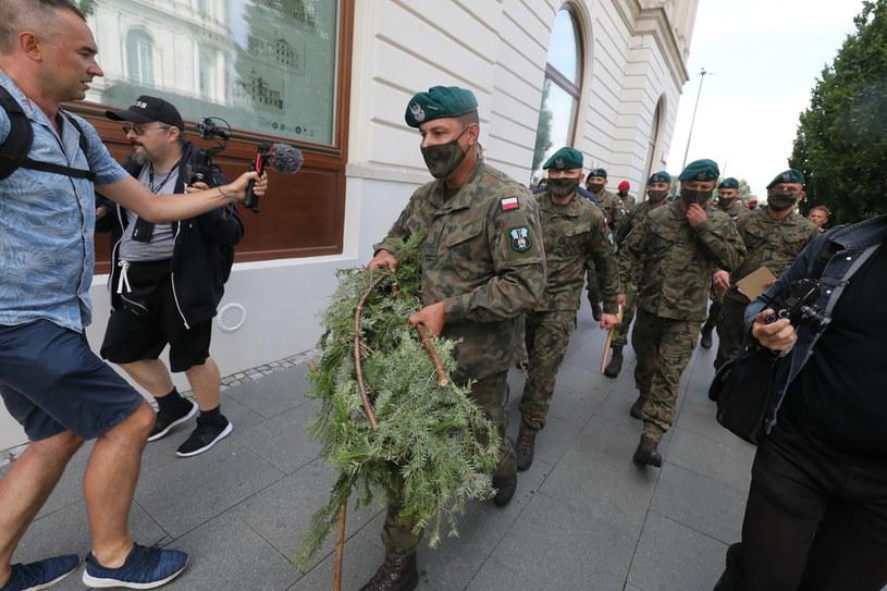 Wieniec, który odebrano protestującym /Paweł Supernak /PAP