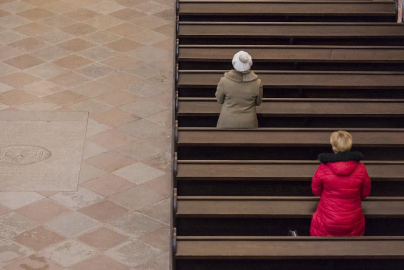 Wierni na mszy, zdjęcie ilustracyjne /Krzysztof Mania /Reporter