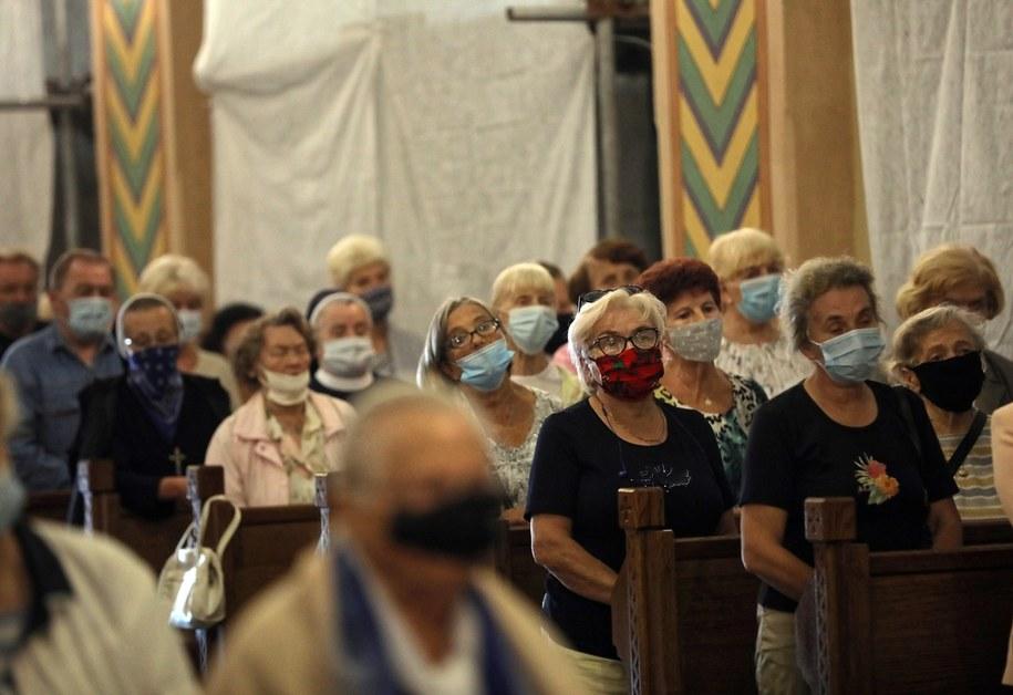 Wierni zgromadzeni podczas modlitwy w Sanktuarium Najświętszej Rodziny w Zakopanem / Grzegorz Momot    /PAP