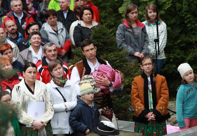 Wierni zgromadzeni w Sanktuarium Matki Boskiej Fatimskiej /Grzegorz Momot /PAP