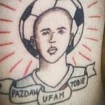 Wierny fan Pazdana w akcji! To tatuaż czy tylko rysunek?