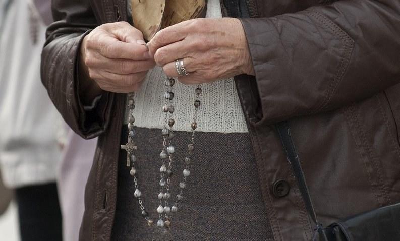 Wiernych deklarujących swoje modlitwy dla umierających jest bardzo dużo /Michał Kość /Reporter