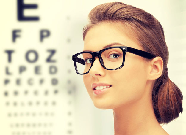 Wiesz, że defekt urody może doprowadzić do wady wzroku? /123RF/PICSEL