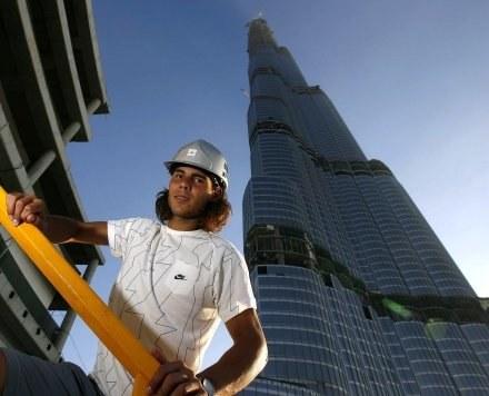 Wieża jest budowana od 2004 r. i pierwotnie miała zostać otwarta w 2008 r. /AFP