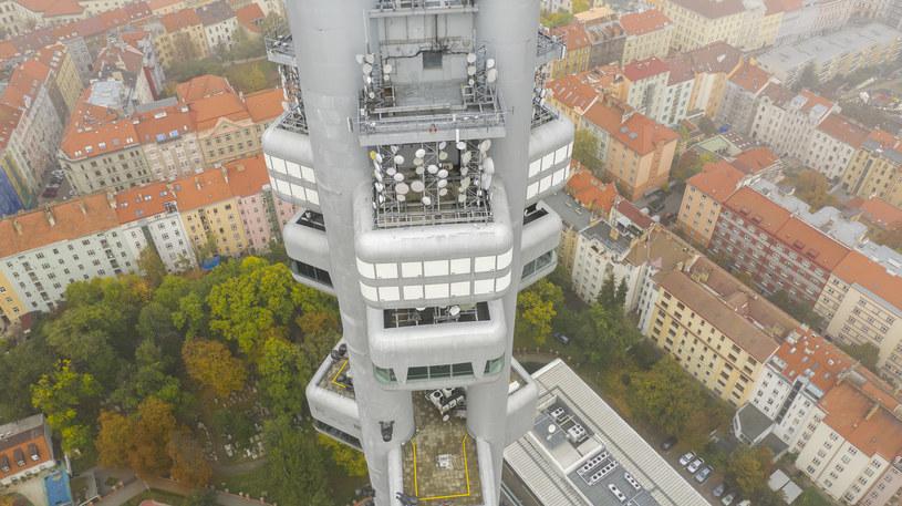 Wieża Telewizyjna w Pradze jest najpopularniejszym punktem widokowym /123RF/PICSEL