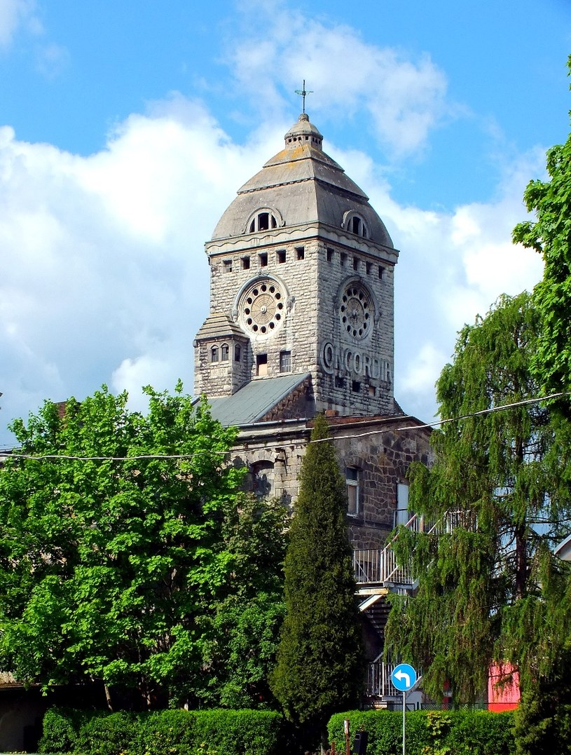 """Wieża zegarowa zakładu """"Concordia"""", gdzie znajdował się AL Bunzlau II. Stan obecny /Wrzesiński /Odkrywca"""