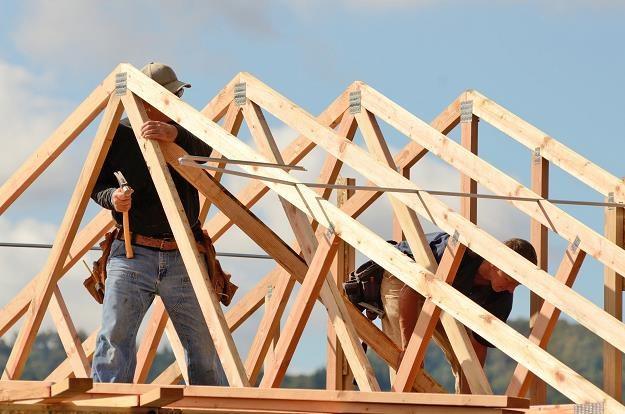 Więźba dachowa stanowi konstrukcję nośną każdego dachu skośnego /©123RF/PICSEL