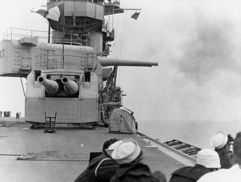 """Wieże działowe kal. 203 mm na USS """"Lexington"""" w 1928 roku /INTERIA.PL/materiały prasowe"""