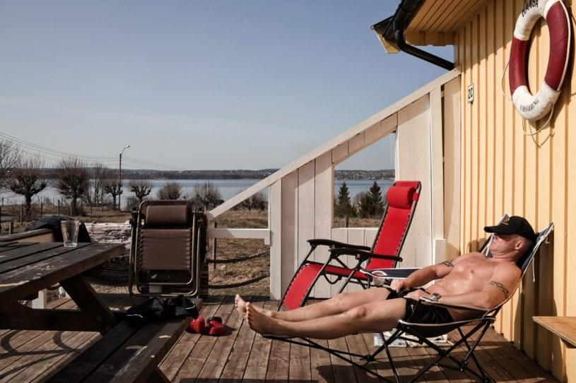 Więzień wypoczywający w więzieniu na wyspie Bastoy /Getty Images/Flash Press Media
