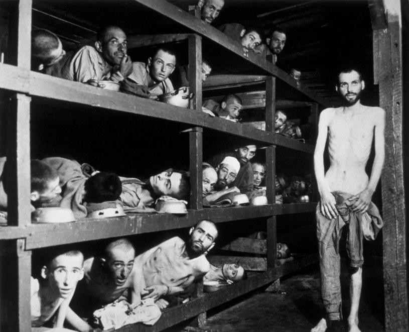 Więźniowie obozu w Buchenwaldzie, którzy prawdopodobnie zostali poparzeni po wybuchu brudnej bomby /Getty Images/Flash Press Media