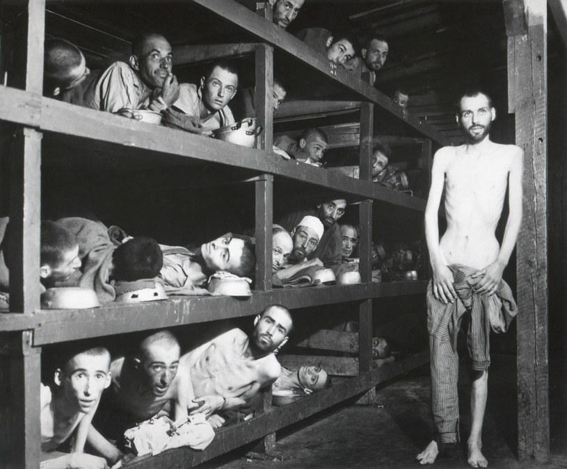 Więźniowie z obozu Buchenwald /Courtesy Everett Collection /East News