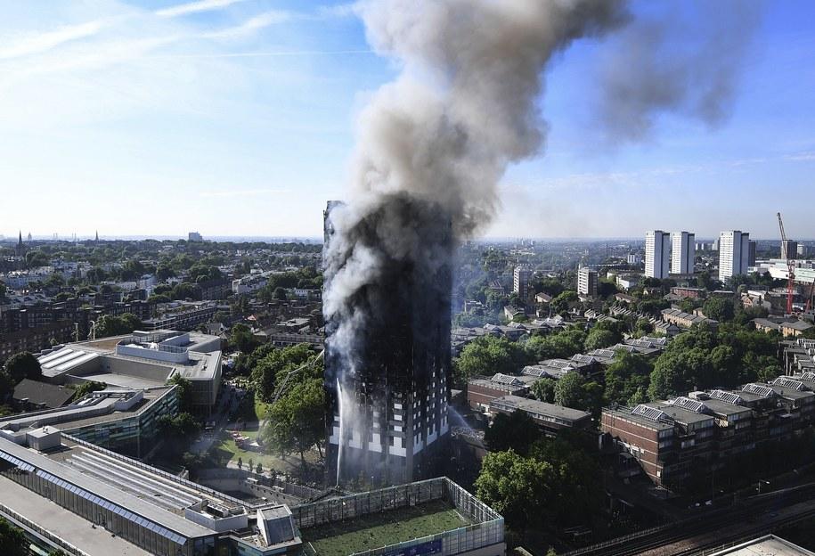 Wieżowiec, który stanął w ogniu /ANDY RAIN /PAP/EPA