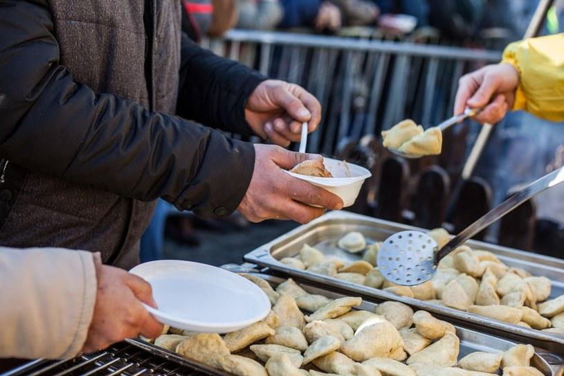 Wigilijne potrawy na krakowskim Rynku 17.12.2017 /Jan Graczyński /East News