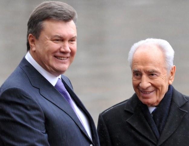Wiktor Janukowycz (z lewej) i Szimon Peres. /AFP