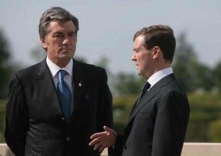 Wiktor Juszczenko i Dmitrij Miedwiediew /AFP