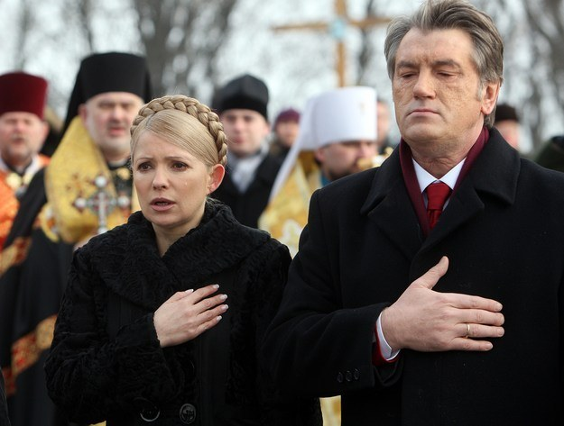 Wiktor Juszczenko i Julia Tymoszenko (2010 r.) /AFP