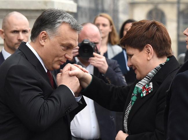 """Wiktor Orban i Beata Szydło: """"Na kontaktach z Węgrami nie można stracić"""" /PAP/EPA"""