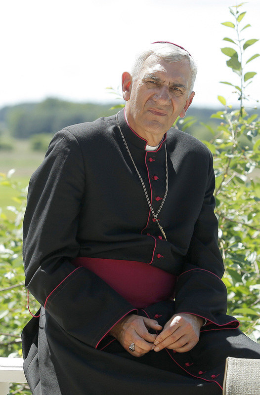 """Wiktor Zborowski jako biskup Sądecki w serialu """"Ranczo"""" /Krzemiński Jordan /AKPA"""