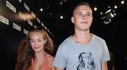 Wiktoria Gąsiewska i Adam Zdrójkowski tulą się w basenie
