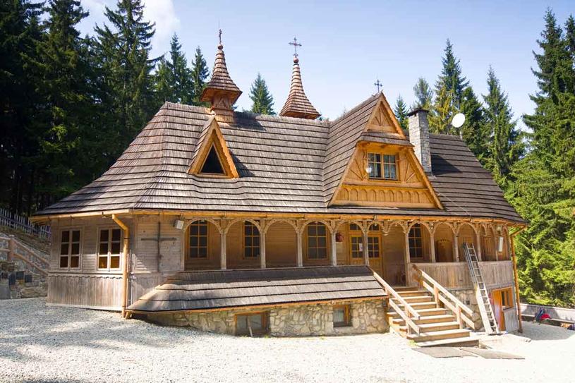 Wiktorówki. Sanktuarium znajduje się tuż przy Polanie Rusinowej. Upamiętnia miejsce, gdzie w1860 roku pewnej pasterce objawiła się Matka Boska. /123RF/PICSEL