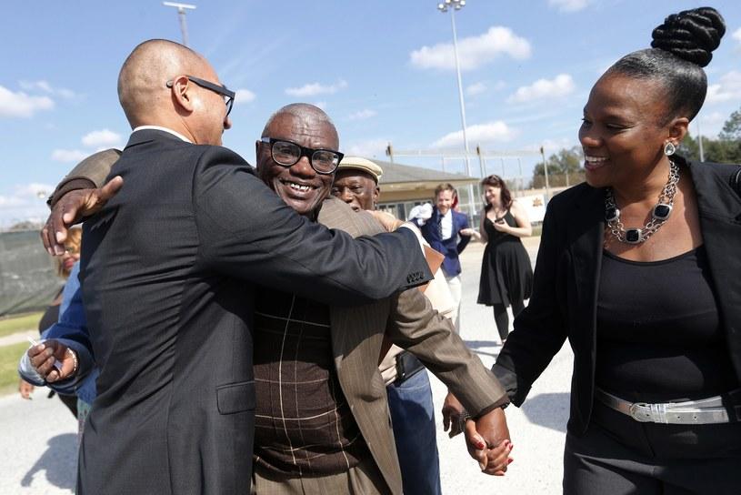 Wilbert Jones witany przez bliskich /AP /East News